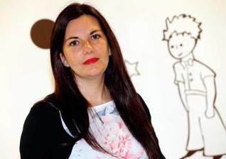 A escritora viguesa Ledicia Costas c977b7cacb